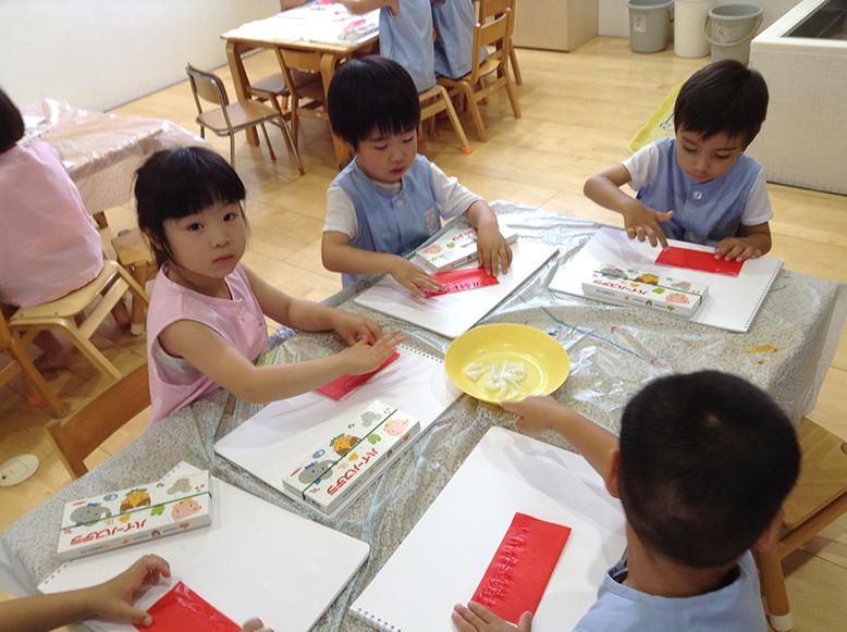 松井ヶ丘保育園ひまわり組の描画あそび画像1