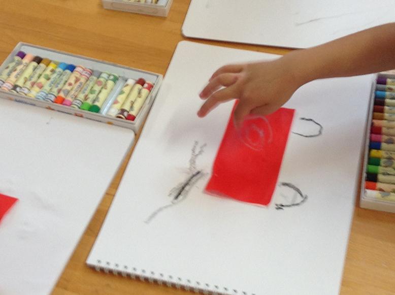 松井ヶ丘保育園ひまわり組の描画あそび画像3