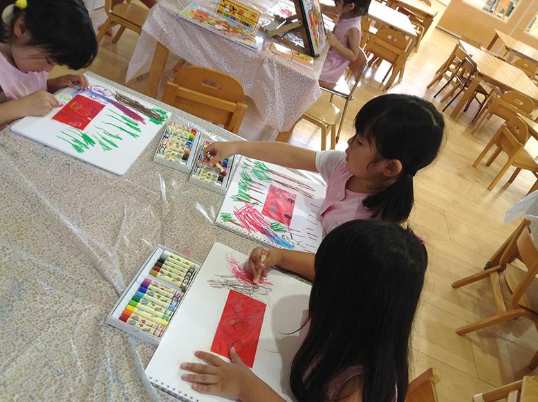 松井ヶ丘保育園ひまわり組の描画あそび画像4
